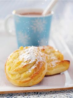 Dallaspullat // Buns filled with vanilla cream Food & Style Elisa Johansson Photo Satu Nyström Maku www. Sweet Recipes, Cake Recipes, Finnish Recipes, Sweet Pastries, Some Recipe, Let Them Eat Cake, Cupcake Cakes, Cupcakes, Sweet Treats