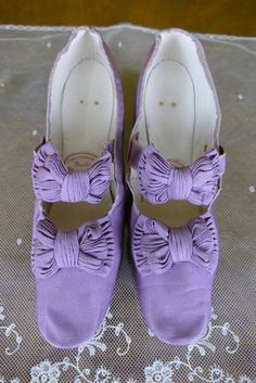 1867-1870 OPPERMANN & Co. Evening Shoes Princely House of | Etsy Edwardian Shoes, Victorian Shoes, Edwardian Dress, Victorian Fashion, Nassau, Purple Shoes, Red Shoes, Kids Line, Antique Brooches