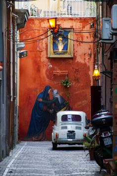Streets of Naples ❤️❤️❤️❤️ how gorgeous is this, you'd never see this sort of thing in England :((
