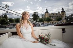 The bride arrives by boat - what an entrance! Luxury Wedding, Dream Wedding, Wedding Ceremony, Wedding Venues, Wedding Planner, Destination Wedding, Carinthia, Fancy, Turquoise Water