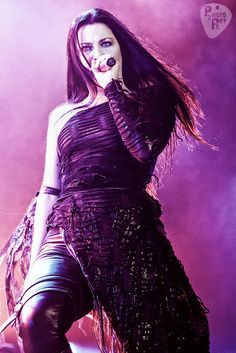 ♡ Pastel soft grunge aesthetic ♡ ☹☻ Amy Lee (of Evanescence) ☾::❤︎☽ Rainha Do Rock, Snow White Queen, Amy Lee Evanescence, Women Of Rock, Florence Welch, Breaking Benjamin, Papa Roach, Three Days Grace, Metal Girl