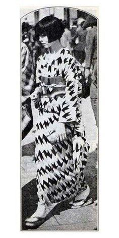 "kawaii kimono: yukata: ""Moga"" in a summer yukata, Japan. ""Moga"" were Japan's equivalent of flappers in the West. Japanese Textiles, Japanese Kimono, Japanese Girl, Style Kimono, Mode Kimono, Yukata, Vintage Kimono, Japanese Beauty, Japanese Fashion"