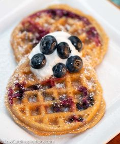 I am in LOVE with this Easy Blueberry Chaffle Recipe! It's a cinch to make a… I am in LOVE with this Easy Blueberry Chaffle Recipe! It's a cinch to make and tastes life and fluffy! It's the perfect keto breakfast idea that has fresh fruit! Desserts Keto, Keto Friendly Desserts, Dessert Recipes, Keto Snacks, Dinner Recipes, Low Carb Keto, Low Carb Recipes, Yogurt Recipes, Keto Fat