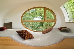 Egg window - I adore this organic looking window seat. Beautiful Tree Houses, Modern Tree House, Tiny House Swoon, Tree House Designs, Sit Back And Relax, Prefab, Home Interior Design, Sweet Home, Home Decor