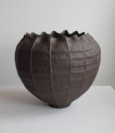 YOUNG MI KIM CERAMICS : Vessels Paper Clay, Clay Art, Ceramic Texture, Keramik Vase, Black Clay, Contemporary Ceramics, Ceramic Clay, Decorative Objects, Design Art