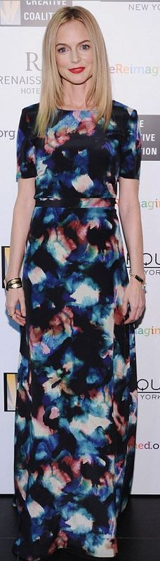 Who made  Heather Graham's water color blue short sleeve gown