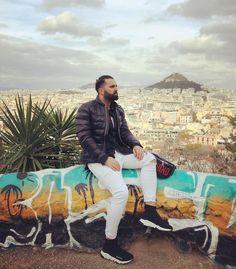 Trăiesc prezentul. Viitorul nu-l cunosc, iar trecutul nu-l mai am! #❤️ #me #daydreaming #athens #greece #ellada #acropolis #holiday #weekend #doctor #doctorlife #doctorlazarescu #drlazarescu