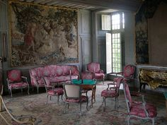 The Chateau de Talcy in France has a set of original Louis XV furniture – chairs and settees. Typical of Louis chairs – the front side is upholstered in a fine silk material, while the back of the chair is done in a less expensive, cotton plaid. Classic Living Room, My Living Room, Luis Xvi, Style Deco, Old World Style, Marquise, French Chateau, French Furniture, Table Games