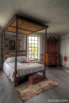 Colonial Bedroom...with a four poster canopy.