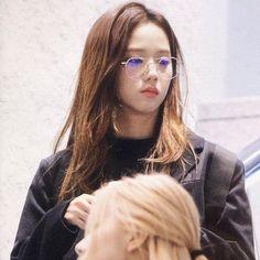 Kpop Girl Groups, Kpop Girls, Blackpink Twitter, Blackpink Photos, Jennie Lisa, Lucky Girl, Blackpink Jisoo, First Girl, Airport Style