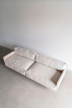 I need this pristine green sofa Luxury Home Furniture, Ikea Furniture, Pallet Furniture, Rustic Furniture, Living Room Furniture, Furniture Design, Unique Furniture, Furniture Projects, Outdoor Furniture