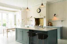 Modern kitchen chimney design all white kitchen design home Devol Kitchens, Shaker Style Kitchens, Shaker Kitchen, Grey Kitchens, Farmhouse Kitchen Lighting, Modern Farmhouse Kitchens, Home Decor Kitchen, New Kitchen, Kitchen Grey