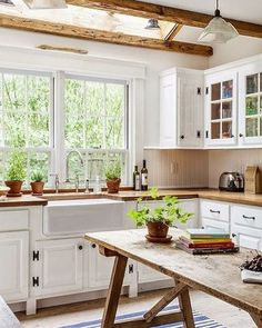 Bold but true: Farmhouse kitchens make the world go round and if this one doesn't make you want to throw on an apron and channel your inner Julia Child we don't know what will.  via @lonnymag.
