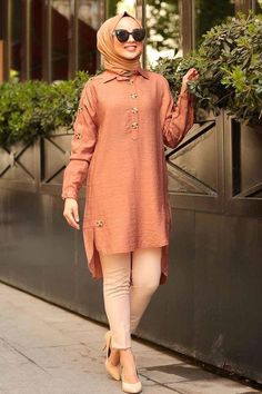 The perfect addition to any Muslimah outfit, shop Muslim fashion Nayla Collection - Patterned Hijab Tunic Find more Tunic at Tesetturisland! Modern Hijab Fashion, Pakistani Fashion Casual, Pakistani Dresses Casual, Pakistani Dress Design, Muslim Fashion, Casual Dresses, Modest Fashion, Fashion Outfits, Fashion Ideas