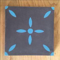 Modèle Laurette de la Maison BAHYA, carreaux de ciment fabriqués à la demande, à personnaliser avec nos 72 couleurs. #carreauxdeciment #cementtiles #tailormade #handmade