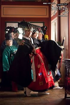The behind the scene of the traditional wedding in 'The Moon That Embraces The Sun'