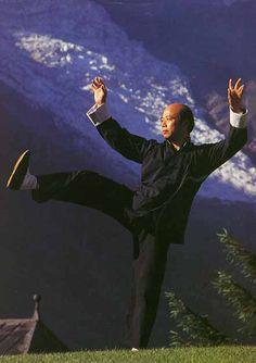 Tai Chi Chuan  Yang Original - Master Chu King Hung
