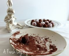 Fruit Truffles - An Easy Alternative to Easter Eggs from Childhood 101 Sweets Recipes, Easter Recipes, Raw Food Recipes, Just Desserts, My Recipes, Good Food, Yummy Food, Fun Food, Easter Eggs