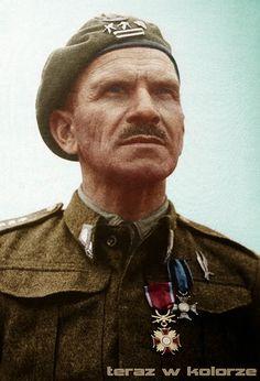 Stanisław Sosabowski ze Złotym Krzyżem Zasługi z Mieczami i Krzyżem Virtuti Militari.