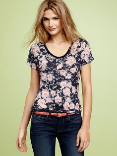tried this on today and i LOVE the print! buying this soon @ Gap :D    $27.95