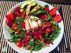 Sommersalat - Ruccola mit Erdbeeren und Büffelmozzarella Comfort Food, Caprese Salad, Clean Eating, Fett, Lettuce Recipes, Food Items, Food Food, Strawberries, Pool Chairs