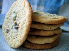 Just Like Doubletree Hotel's Chocolate Chip Cookies - Copycat. Photo by Juju Bee
