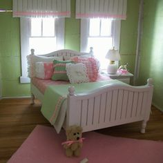 Ag doll house curtains and bedding #American Girl. I can't believe this is a American girl dollhouse!