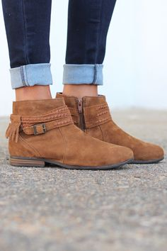 Minnetonka: Dixon Boot {Dusty Brown} - The Fair Lady Boutique - 1