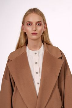 Shop&Watch online at: www.patipasek.com  #natural cashmere #white shirt #shiny buttons #camel coat Photo: Koty2Photostorytellers Winter 2017, Fall Winter, Camel Coat, Watches Online, Cashmere, Buttons, Blazer, Natural, Jackets