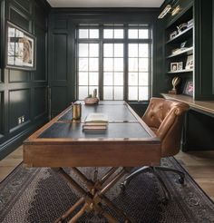 modern home office decor Green Home Offices, Modern Home Offices, Home Office Space, Office Workspace, Home Office Desks, Modern Office Desk, Dark Interiors, Office Interiors, Masculine Home Offices
