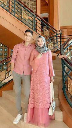 Baju buat lebaran Islamic Fashion, Muslim Fashion, Hijab Fashion, Fashion Dresses, Fashion Muslimah, Style Fashion, Kebaya Modern Dress, Kebaya Dress, Hijab Evening Dress
