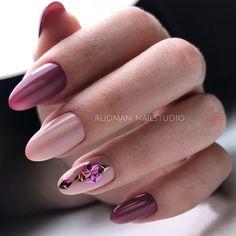 Девочки! Какое фото нравится больше? 1,2 или 3?🤔 Напишите в комменты)) Повторение дизайна, но с другой формой ногтей ☺️ ⠀ Цвета из новой…