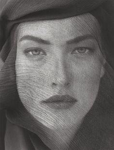 Tatjana Patitz,  Veiled Head, photographed by Herb Ritts, Joshua Tree, 1988.