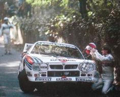 Henri Toivonen después de su accidente en el bucle de Sintra del Rally de Portugal de 1984