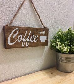 Muestra de café cartel de café madera decoración por DesignerDog173 Coffee Bar Station, Home Coffee Stations, Coffee Painting Canvas, Arte Pallet, Diy Cardboard Furniture, Chalkboard Art Quotes, Coffee Cup Art, Diy Wood Signs, Wood Home Decor