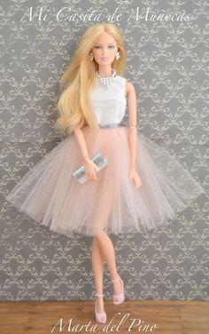 BArbie, Very chic. BArbie, Very chic. Barbie Dream, Barbie Kleidungsmuster, Barbie Mode, Barbie Dolls Diy, Barbie Fashionista Dolls, Diy Barbie Clothes, Barbie Clothes Patterns, Barbie Style, Beautiful Barbie Dolls