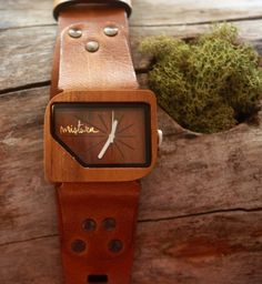 I die! Mistura Pellicano Watch in Brown...will have to have this!