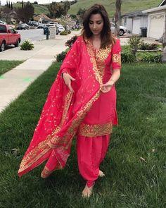 Ideas for wedding party dress guest indian Patiala Suit Designs, Kurta Designs Women, Kurti Designs Party Wear, Blouse Designs, Embroidery Suits Punjabi, Embroidery Suits Design, Embroidery Ideas, Punjabi Suits Designer Boutique, Indian Designer Suits