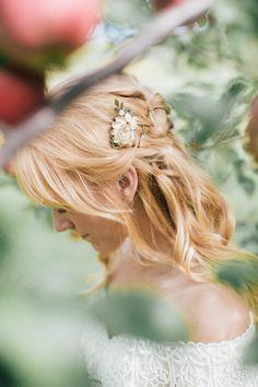 Half up bridal hair | Image by Vafa Photography