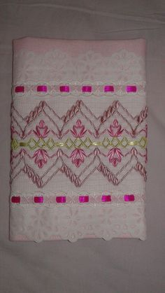 Discover thousands of images about Nmmmmmmm Kmmmmmm Swedish Embroidery, Hardanger Embroidery, Ribbon Embroidery, Embroidery Stitches, Embroidery Patterns, Weaving Patterns, Stitch Patterns, Swedish Weaving, Ribbon Work