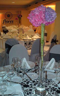 Las hortensias, hermosa elección para cualquier tipo de arreglo, sea alto o bajo, le entrega abundancia, volumen, con un toque vaporoso, además de  bellos colores a la decoración de cualquier evento!!!