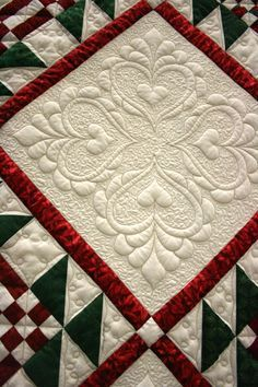 I have a serious love of quilts.this one is gorgeous! This lady has great pics on fb! Would love to have a custom quilt made! HollyDee Quilts Simpson the quilting is stunning what do you think? Patchwork Quilting, Quilt Stitching, Longarm Quilting, Free Motion Quilting, Quilting Projects, Hand Quilting, Quilting Ideas, Machine Quilting Patterns, Quilt Patterns