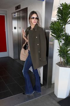 Alessandra Ambrosio's Airport Style Is Part Jackie O, Part Model-Off-Duty – Vogue