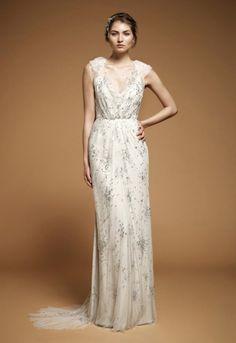 Jenny Packham wedding gown. read more - http://www.hummingheartstrings.de/index.php/hochzeitsmode/brautmode-von-jenny-packham/