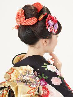 Kimono hairstyles or Japanese hairstyles are the same. Kimono Japan, Japanese Kimono, Miss Universe National Costume, Traditional Hairstyle, Dark Complexion, Traditional Kimono, Japanese Hairstyle, Anime Hair, Modern Kimono