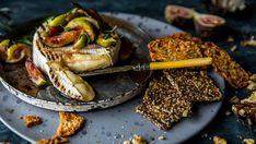 Grillet camembert med varme fikener, honning og rosmarin