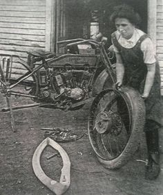 John Lang (her first name is now lost to us) of Connecticut was one of the … – Moped – Motorrad American Motorcycles, Old Motorcycles, Connecticut, Girl Motorcyclist, Chicks On Bikes, Motos Harley Davidson, Vintage Biker, Vintage Vespa, Oldschool