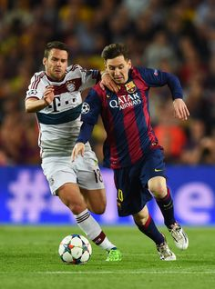 Lionel Messi of Barcelona is challenged by Juan Bernat of Bayern Muenchen during the UEFA Champions League Semi Final, first leg match between FC Barcelona and FC Bayern Muenchen at Camp Nou on May 2015 in Barcelona, Spain. Champions League Semi Finals, Uefa Champions League, Barcelona Catalonia, Fc Barcelona, Soccer Fans, Football Soccer, Messi 2015, Argentina National Team, Messi Photos