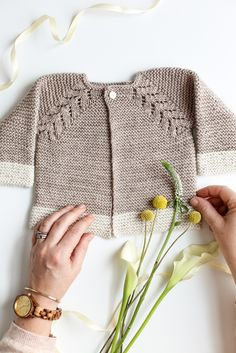 Lovely-Top-Down-Cardigan-Baby-Gift-41.jpg 2 000 × 2 999 pixlar