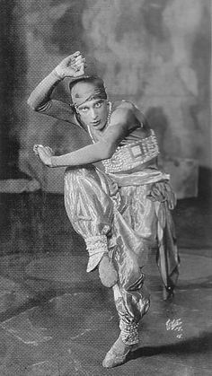 Vaslav Nijinksy Schéhérazade, 1910 Scene from the ballet (Nijinsky)